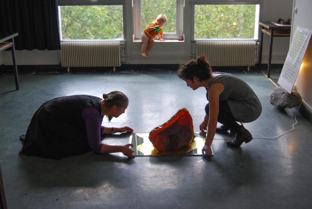 Aitan kujundada ühe resideeruva Austraalia kunstniku ateljeenäitust (skulptuur-suhkrust). Cité des Arts, Pariis. 2013