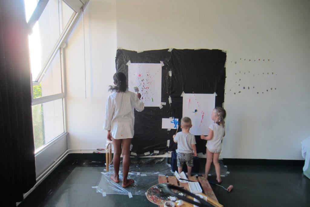 Viisin läbi meie ateljee-elutoas ka kohalikele lastele maalilist-tegutsemist. Pariis. 2013
