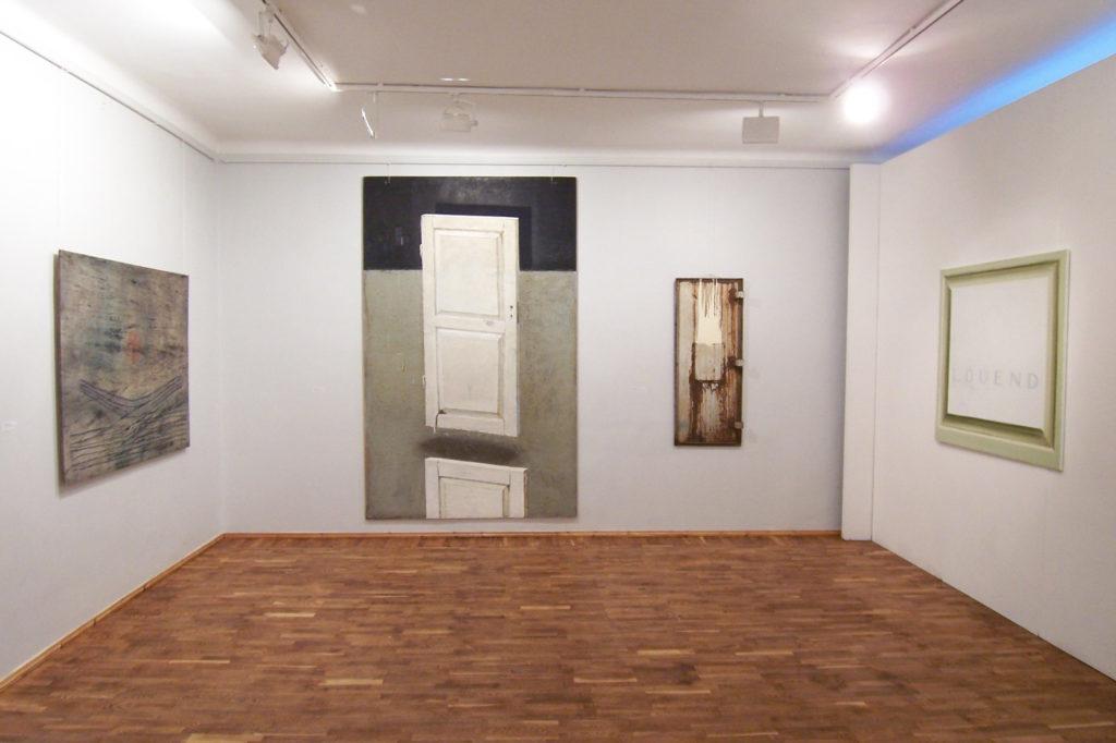 Näituse püstitus Tartu Kunstimajas